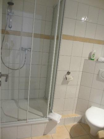 Famosa Hotel: Bathroom