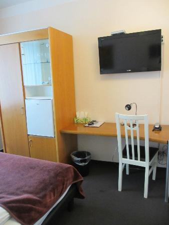 Famosa Hotel: Single room