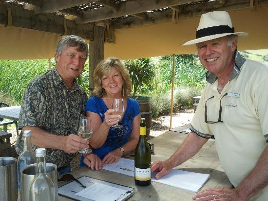 Waiheke Adası, Yeni Zelanda: Wine tasting with one of the owners at Obsidian Vineyard