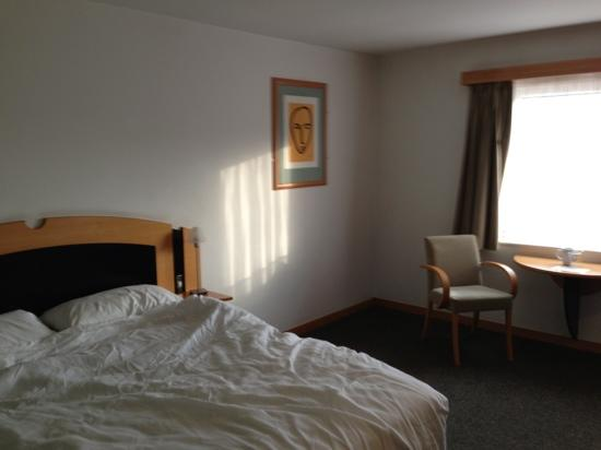 BEST WESTERN Atlantic Hotel: good space on this side of the bed