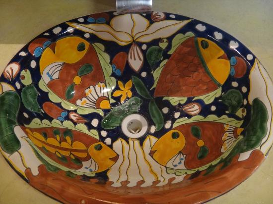 El Pez Colibri Boutique Hotel: Each sink was a specialty handpainted bowl. Both different, both beautiful.