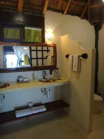 El Pez Colibri Boutique Hotel: Spacious bathroom