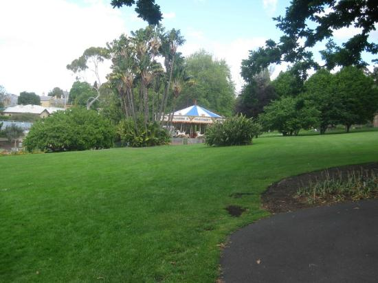 Royal Tasmanian Botanical Gardens: merry-go-round in gardens 