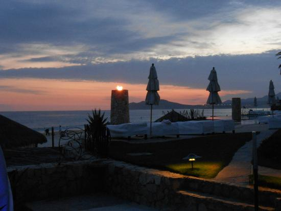 Las Ventanas al Paraiso, A Rosewood Resort: Sunset at Dinner