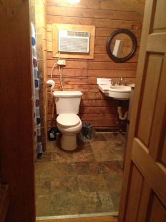 Raccoon Mountain RV Park and Campground: the bathroom