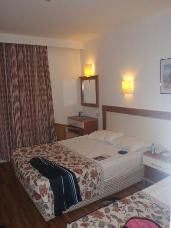 Jacaranda Club & Resort: bedroom