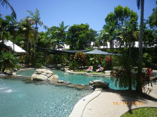 Paradise Links Resort Port Douglas: New Pool Sails to keep temperature down of water.