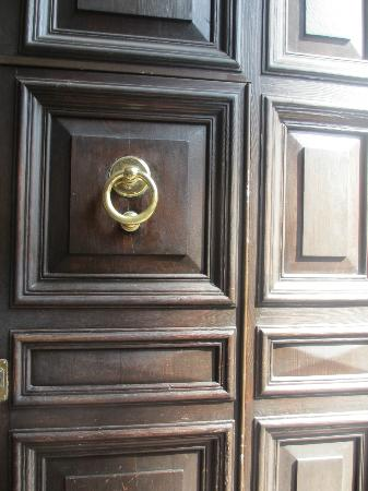 Amaranto Romano: Front door to the building