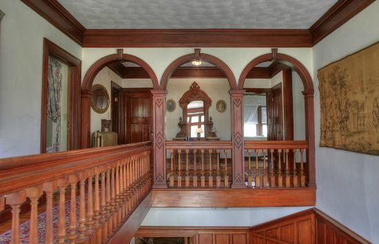 Manor House Inn: Spectacular Moorish arches