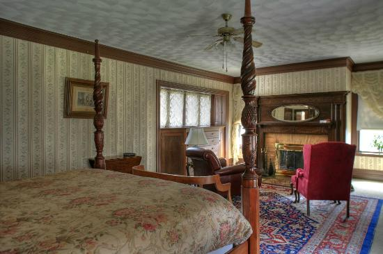 Manor House Inn: Another Room