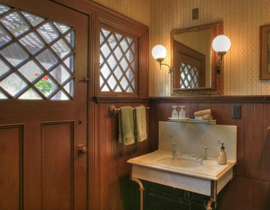 Manor House Inn: One of the Bathrooms