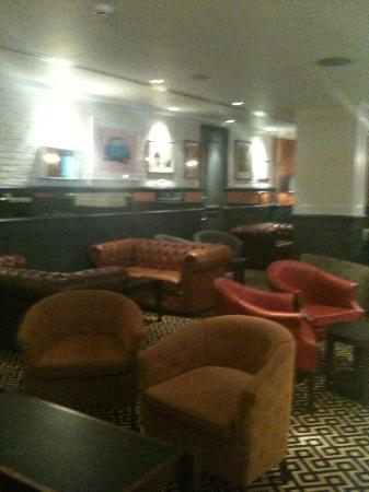 The Mandeville Hotel : Bar area