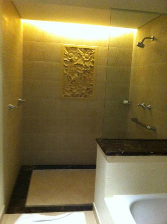 Padma Resort Legian : Deluxe Chalet Bathroom