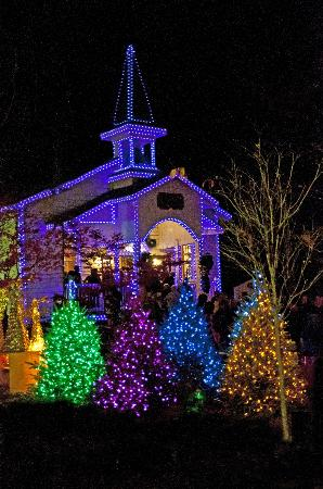 Dollywood Chapel with Christmas Lights - Picture of Dollywood ...