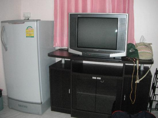 Candy House: ตู้เย็นใหญ่ดี ทีวีมีให้เลือกดูหลายช่อง