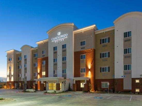 Candlewood Suites: Front Exterior