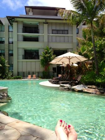 Pullman Palm Cove Sea Temple Resort & Spa: Pool side @ the Sea Temple