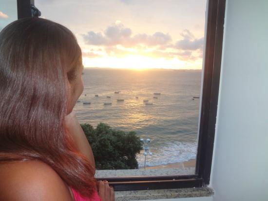 Hit Hotel: Deslumbrando o horizonte.