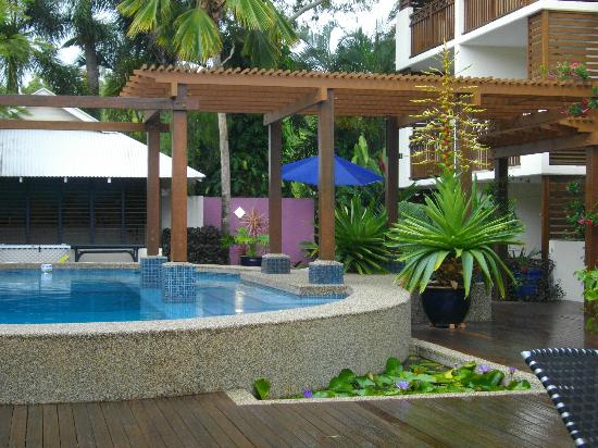 Freestyle Resort Port Douglas: Pool area