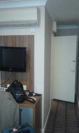 City Continental London Kensington: TV