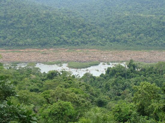 Los Saltos del Mocona: Vista desde arriba se ve la parte alta del rìo que està como cortado al medio a lo largo