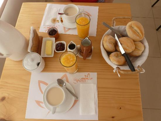 Foto de hotel las flores ica mesa con el desayuno for Mesa desayuno