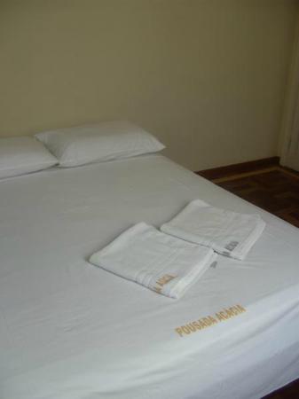 Pousada Acacia: Cama muito boa, proporcionou ótimo sono.