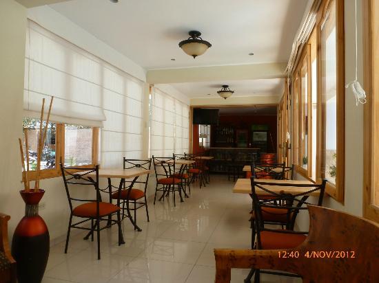 Hotel Las Flores: The Food Zone.