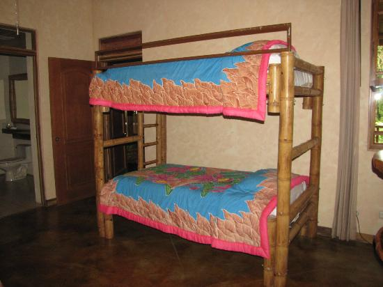 Lost Iguana Resort & Spa: Bunk Beds - Room #44