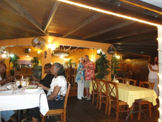 Belair Beach Hotel: dinning