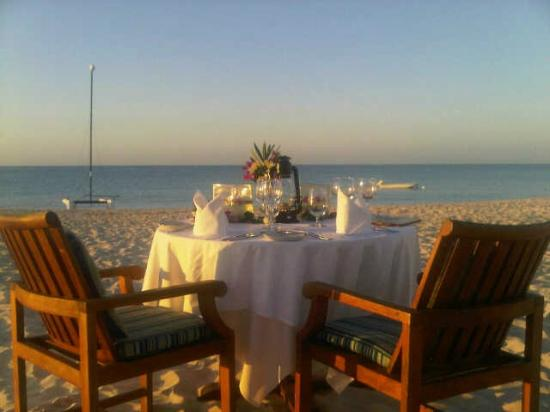 Grace's Cottage: Want to dine on the beach?