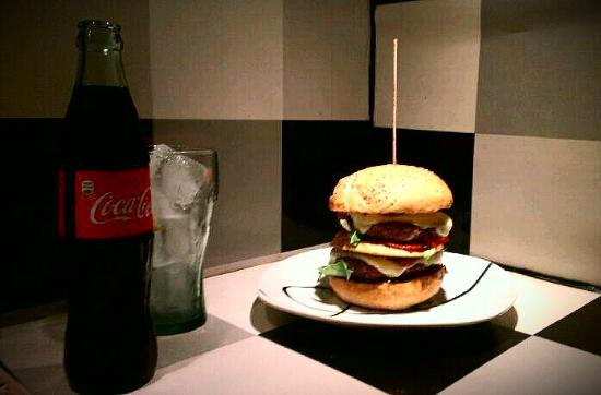 Surf Inc. Burgers & Food Deluxe: Best Burgers in Town...all fresh and natural. NO FROZEN PRODUCTS.
