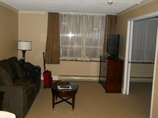 Albert at Bay Suite Hotel: living room - tv