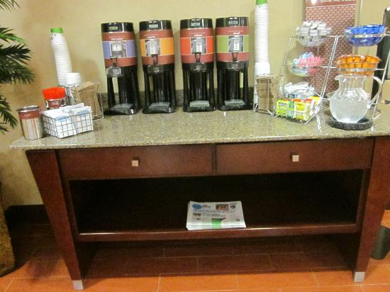 Hampton Inn Port Huron: Free coffee, tea and hot chocolate 24/7
