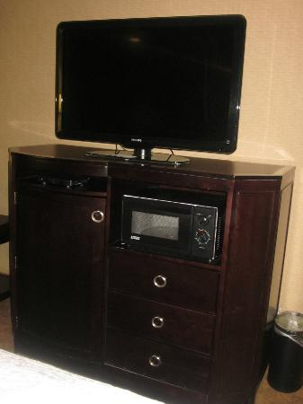 Hampton Inn Port Huron: Large screen TV, fridge and microwave