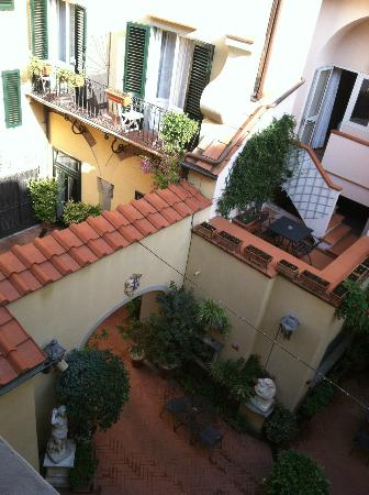 Hotel Rivoli: garden courtyard