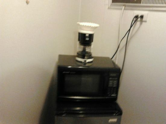 Casino Countryside Inn: micro-wave,  fridge , coffee pot , alarm clock
