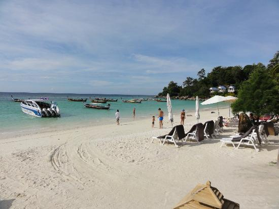 Sita Beach Resort & Spa: The incredible clear blue water