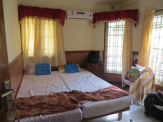 Maison Casero Home Stay: Room with AC and private bathroom