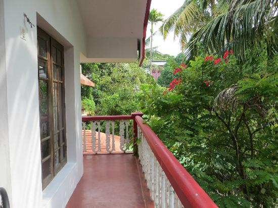 Maison Casero Home Stay: Small terrace outside the room