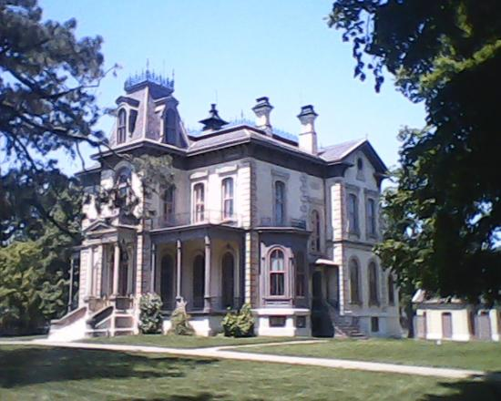 Bloomington, IL: c 1872 Davis Family residence
