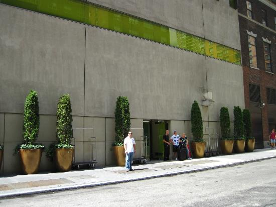 Hudson Hotel New York: Entrance from the street
