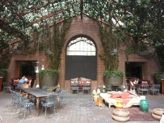 Hudson Hotel New York: Nice outdoor area...summer!
