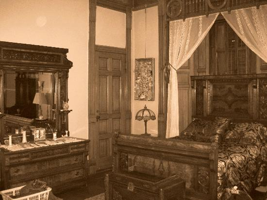 Copper King Mansion: Main Bedroom (Clark's)