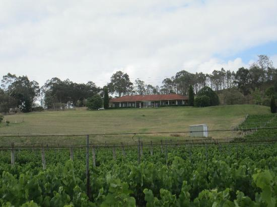 Sovereign Hill Country Lodge: The lodge from Talga Road