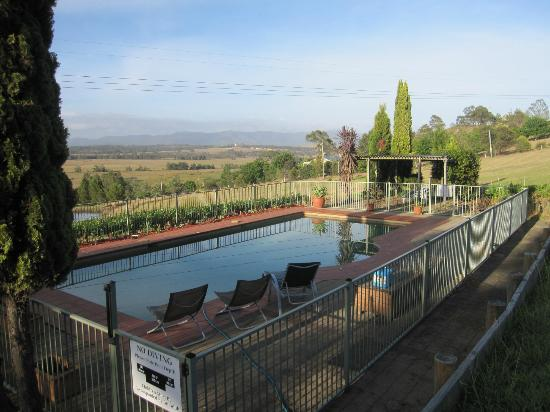 Sovereign Hill Country Lodge: The swimming pool