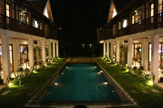 Le Sen Boutique Hotel: Hotel at Night