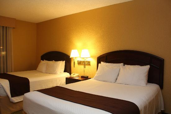 BEST WESTERN Airdrie: Bed Room