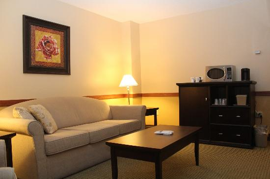 Best Western Airdrie: Living Area
