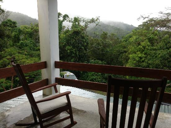 El Hotelito at the Rainforest Experience Farm: Second floor overlook
